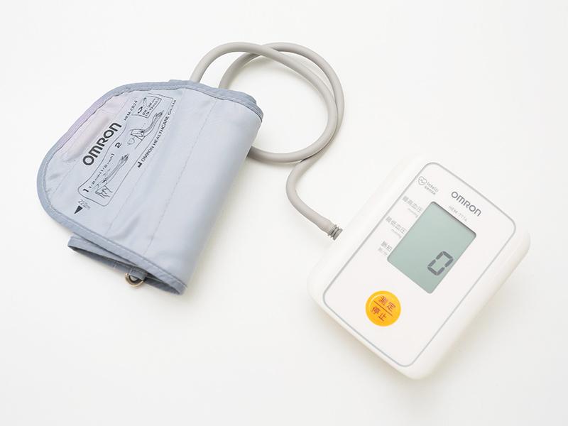 血圧計(オムロン自動血圧計)